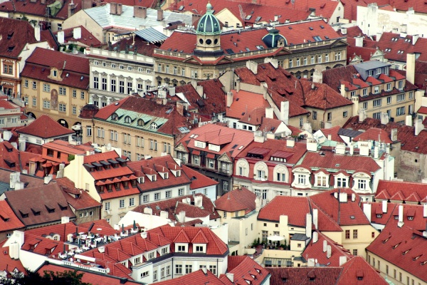 Prahan kattojen yllä