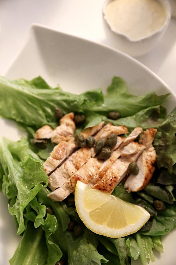 caesars salaatti ja kastike CAESAR SALAATTI